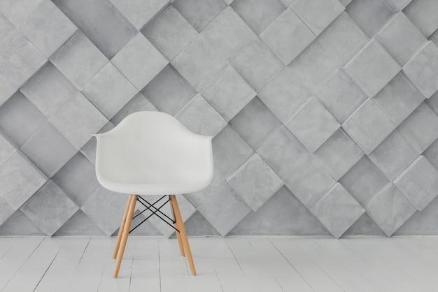 Seduta moderna e sfondo geometrico