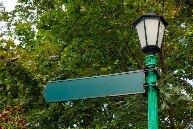 Segnale di direzione su lightpost, stile classico