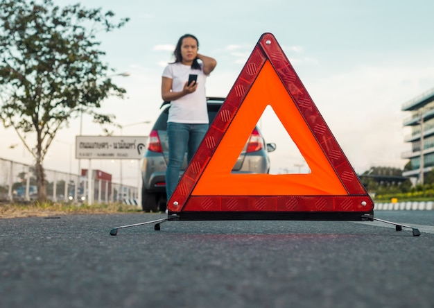 Segnale di emergenza su strada
