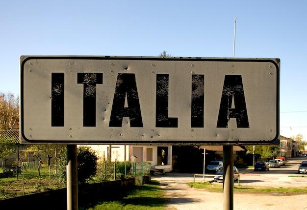 Segnale stradale italia