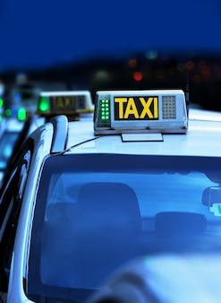 Segno di auto taxi