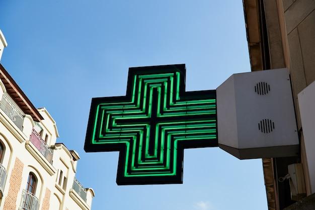 Segno di farmacia verde