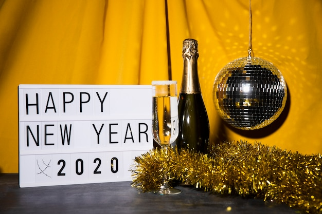 Segno di felice anno nuovo con messaggio