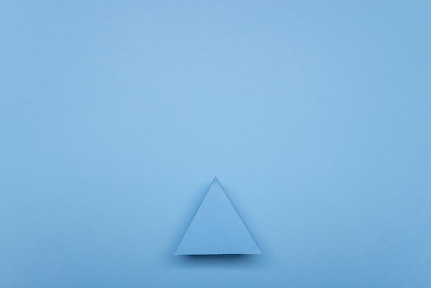 Segno di freccia blu piatto disteso