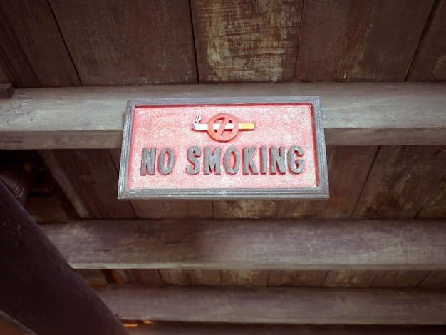 Segno di legno non fumare