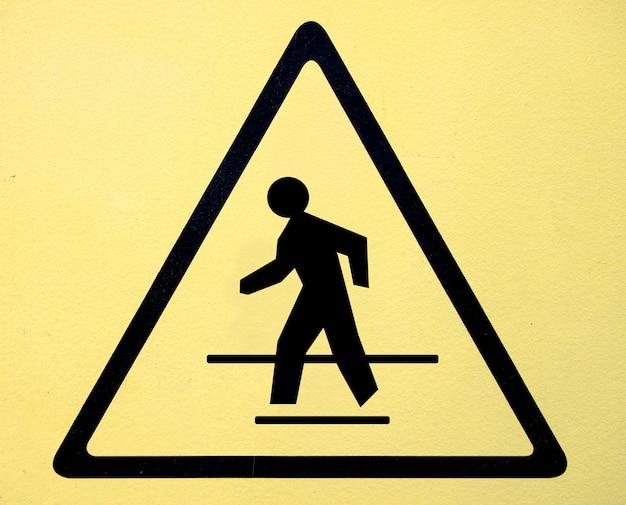 Segno di pericolo simbolo ad alta tensione