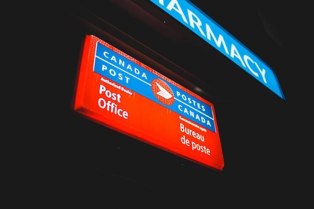Segno illuminato ufficio postale