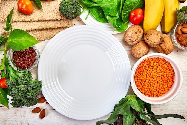 Selezione di alimenti ricchi di fibre