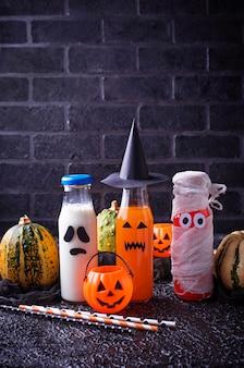 Selezione di bevande halloweens diverse per la festa