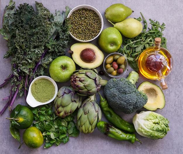 Selezione di cibo verde salutare per vegetariani