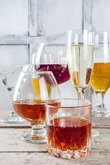 Selezione di diverse bevande alcoliche