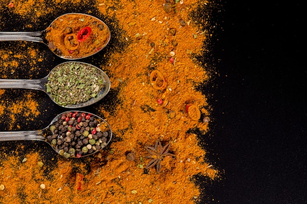 Selezione di erbe e spezie - cucina, alimentazione sana