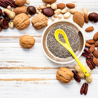 Selezione di fonti alimentari di omega 3 e grassi insaturi.