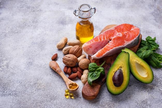 Selezione di fonti di grassi sani e di omega 3.