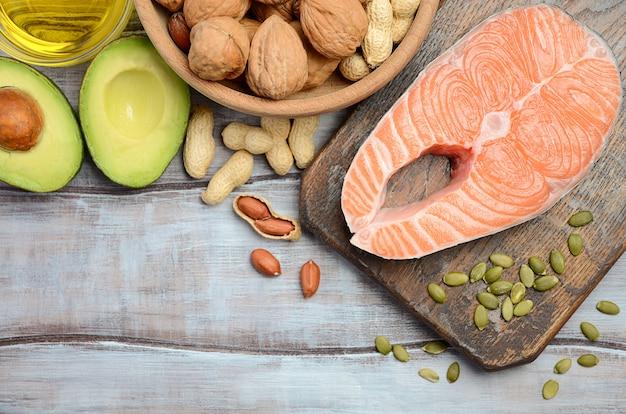 Selezione di fonti di grassi sani. vista dall'alto, piatto.