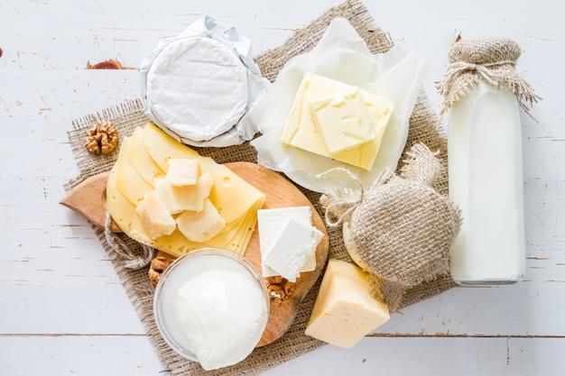 Selezione di latte e prodotti caseari