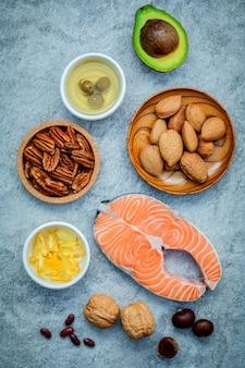 Selezione fonti alimentari di omega 3 e grassi insaturi.