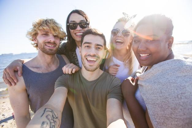 Selfie con gli amici