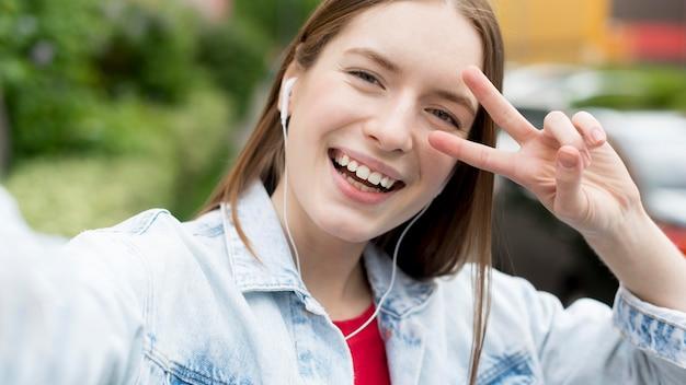 Selfie di una donna felice