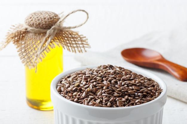 Semi di lino e olio di semi di lino