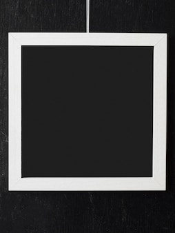 Semplice cornice bianca con interno bianco