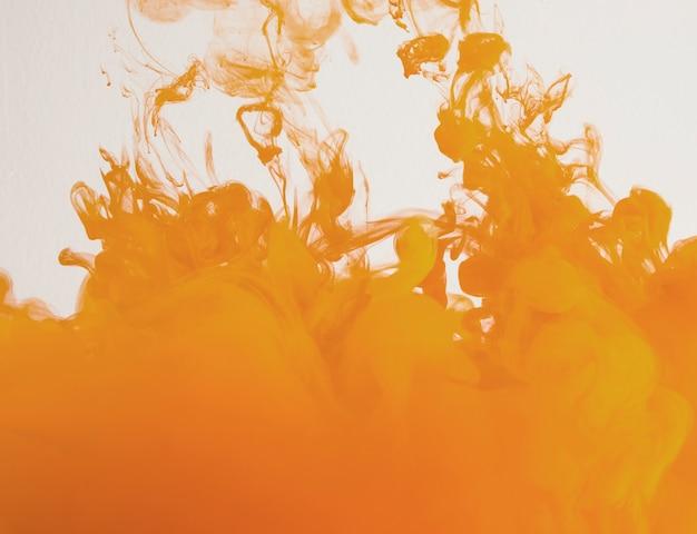 Semplice nuvola arancione brillante di foschia