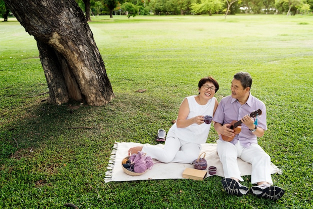 Senior coppia asiatica
