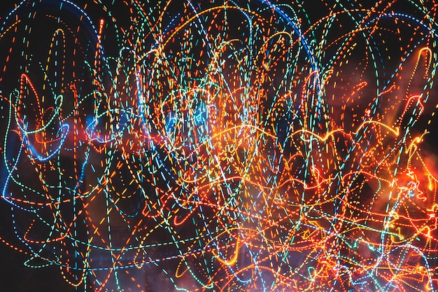 Sentieri colorati di luci al neon
