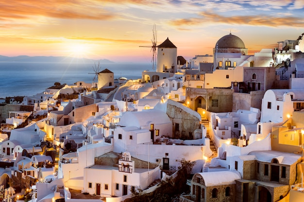 Serata a oia, santorini, grecia