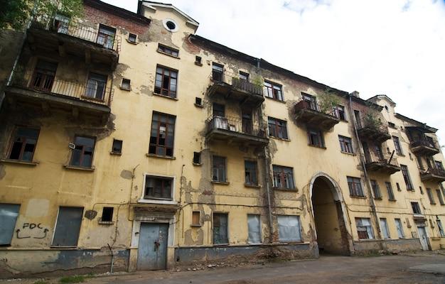 Serie di case abbandonate