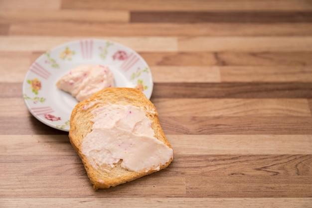 Serve toast con patè