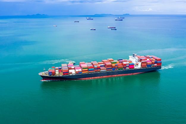 Servizi alle imprese che spediscono contenitori per il trasporto di merci importano ed esportano trasporto