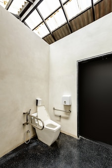 Servizi igienici con un design amichevole per le persone con disabilità