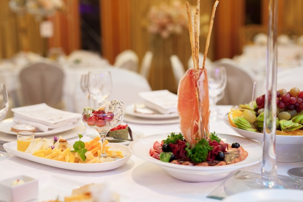 Servizio di catering. tavola apparecchiata.