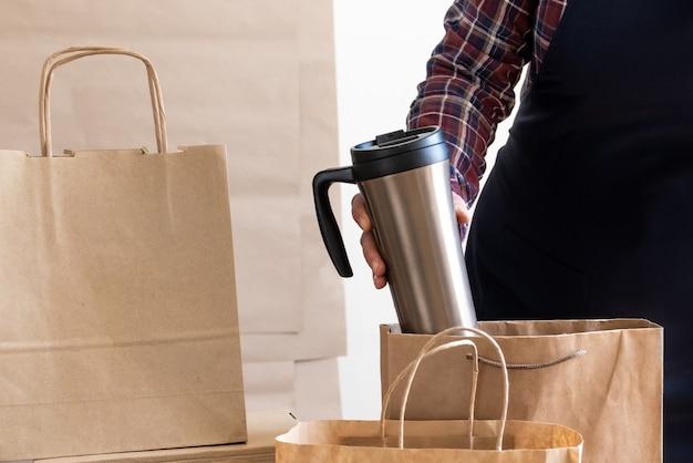 Servizio di consegna del lavoratore scatola di imballaggio scatola grembiule imballatore spedizione caffè aperto per andare