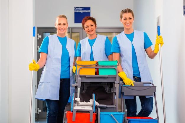Servizio di pulizia al lavoro