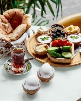 Set colazione e tè nero in vetro armudu