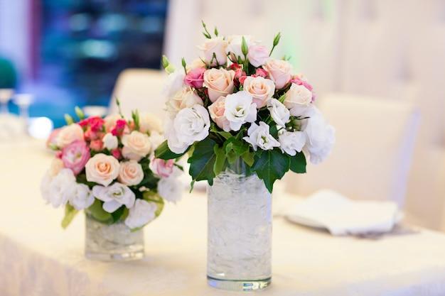 Set da tavola per matrimoni o altra cena per eventi catering.