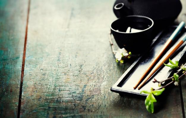 Set da tè cinese e bacchette