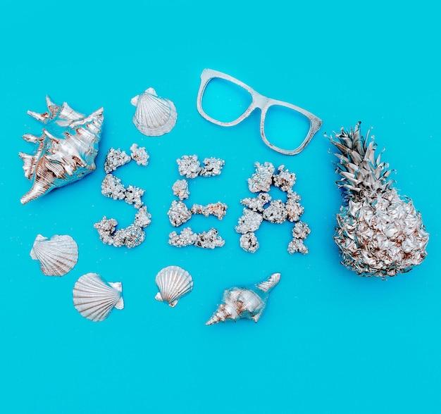 Set di arte marina tropicale. ananas, conchiglie. stile mare