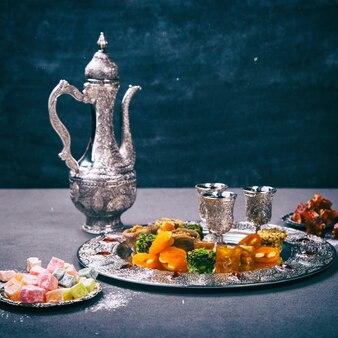Set di assortiti dolci orientali tradizionali