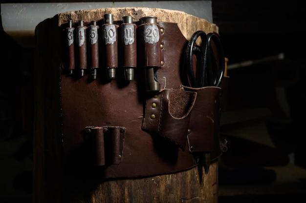 Set di attrezzi artigianali in pelle