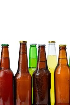 Set di bottiglie di birra isolato