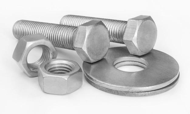 Set di bulloni e dadi metallici per il collegamento
