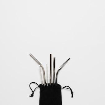 Set di cannucce metalliche con spazio di copia