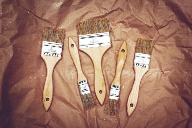 Set di cinque pennelli per rinnovo su carta artigianale