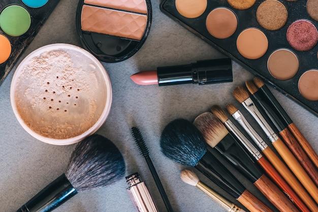 Set di cosmetici professionali, strumenti per il trucco e la cura della pelle delle donne. prodotti di bellezza.