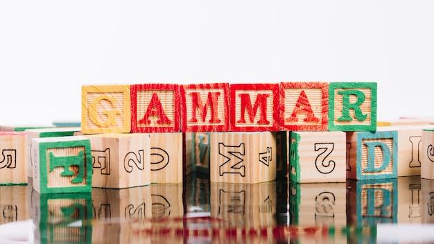 Set di cubi colorati con lettere