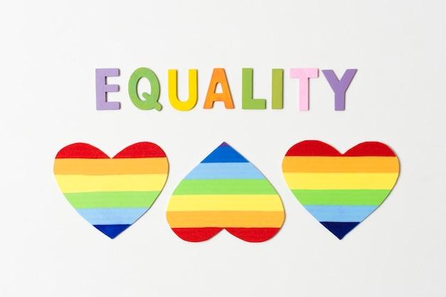 Set di cuori nei colori dell'arcobaleno