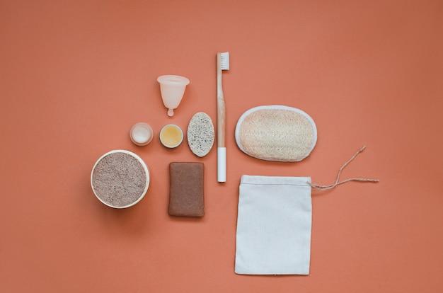 Set di cura quotidiana dei prodotti ecologici. zero sprechi